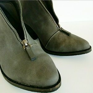 Coconuts by Matisse Shoes - COCONUTS by Matisse | NWOT Alive Gray Bootie Sz. 6
